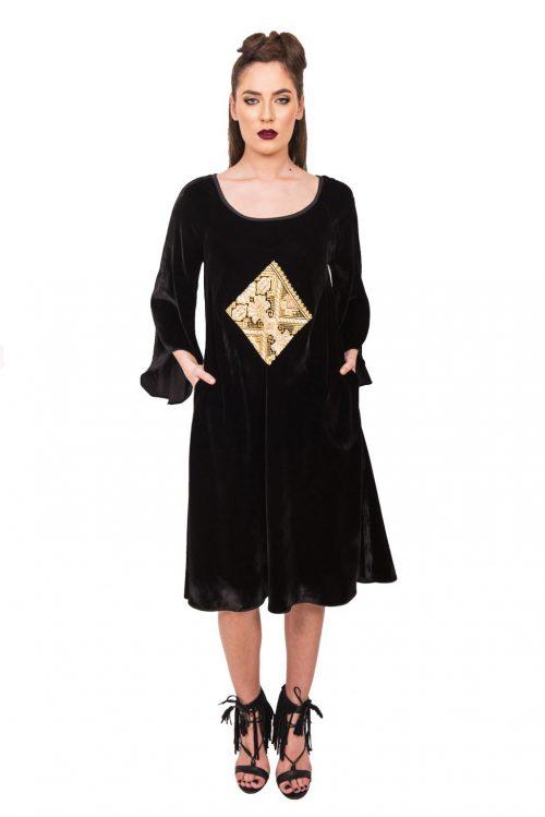 Rochia din catifea cu maneci