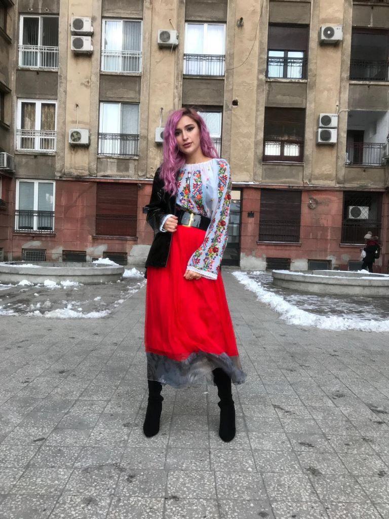 Izabela Mandoiu - Larisa Raicu blogger